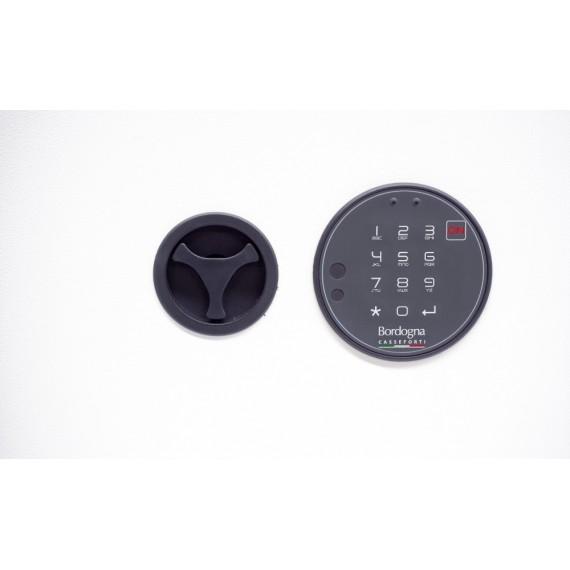 Tipo di chiusura Combinazione elettronica Tipologia cassaforte a muro Certificazione EN 1143-1 Livello 0
